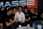 Adrien Cho wraz z chłopakami z EA Polska